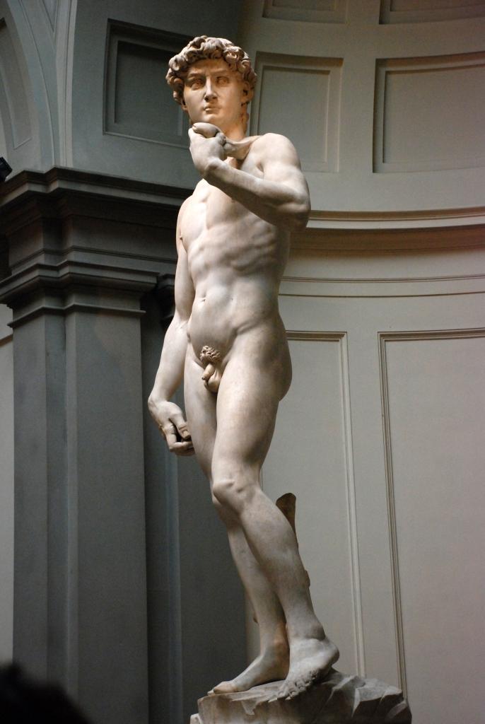 Michelangelo's_David